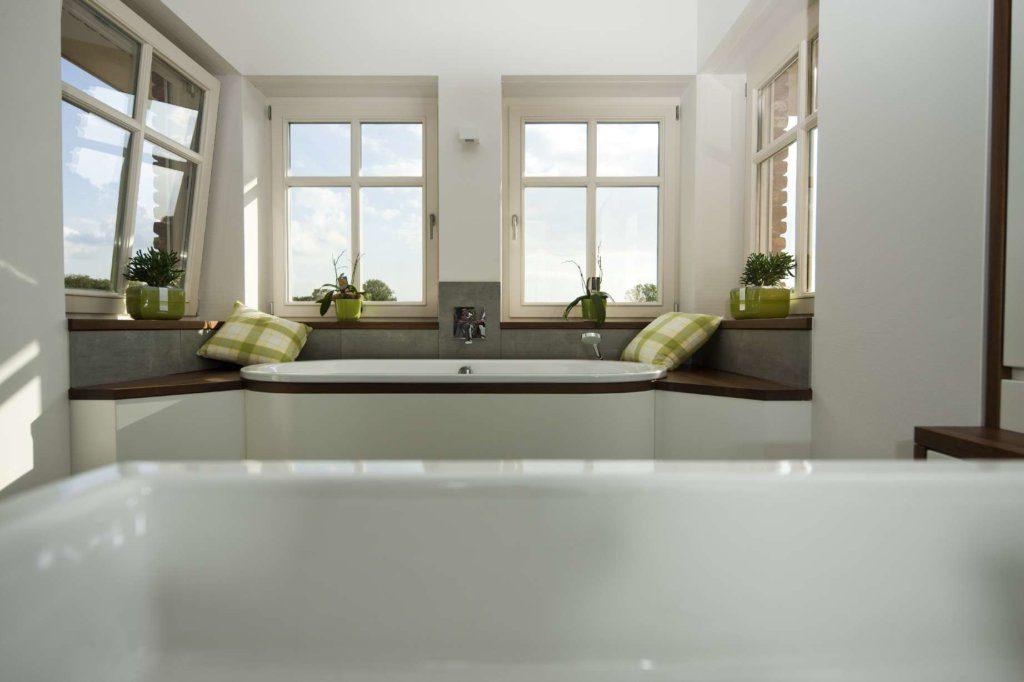 eingebaute Badewanne mit Aussicht