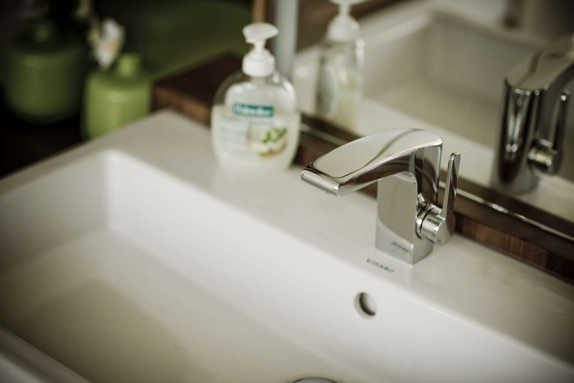 Badezimmer Waschtisch mit Wasserhahn