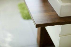 Waschtisch mit bündiger Tischplatte