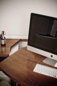 ausklappbare Schreibtischplatte