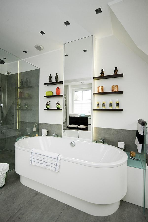 großes Badezimmer mit freistehender Badewanne - Speckemeyer - So ...