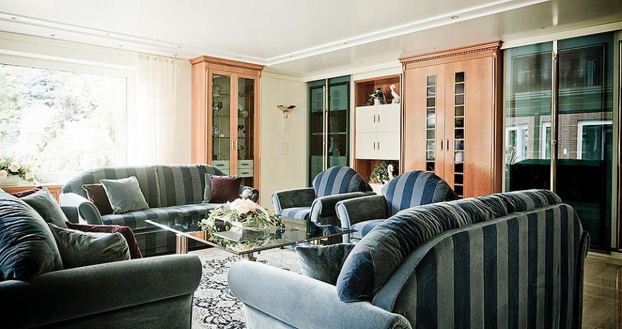 Wohnzimmer mit Wandschrank