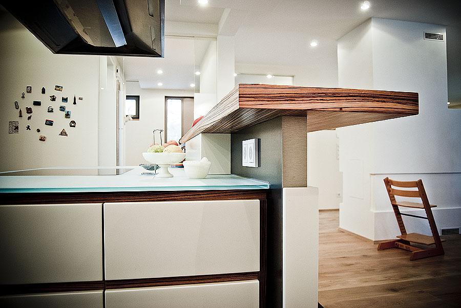Küche mit integrierter Theke