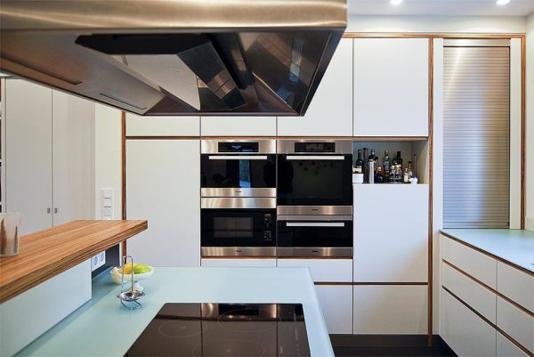 Einbauküche mit integrierten E-Geräten