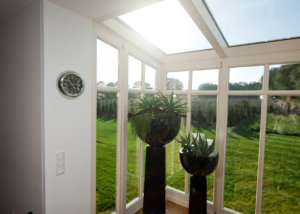 wintergarten Glasdach bodentiefe Fenster