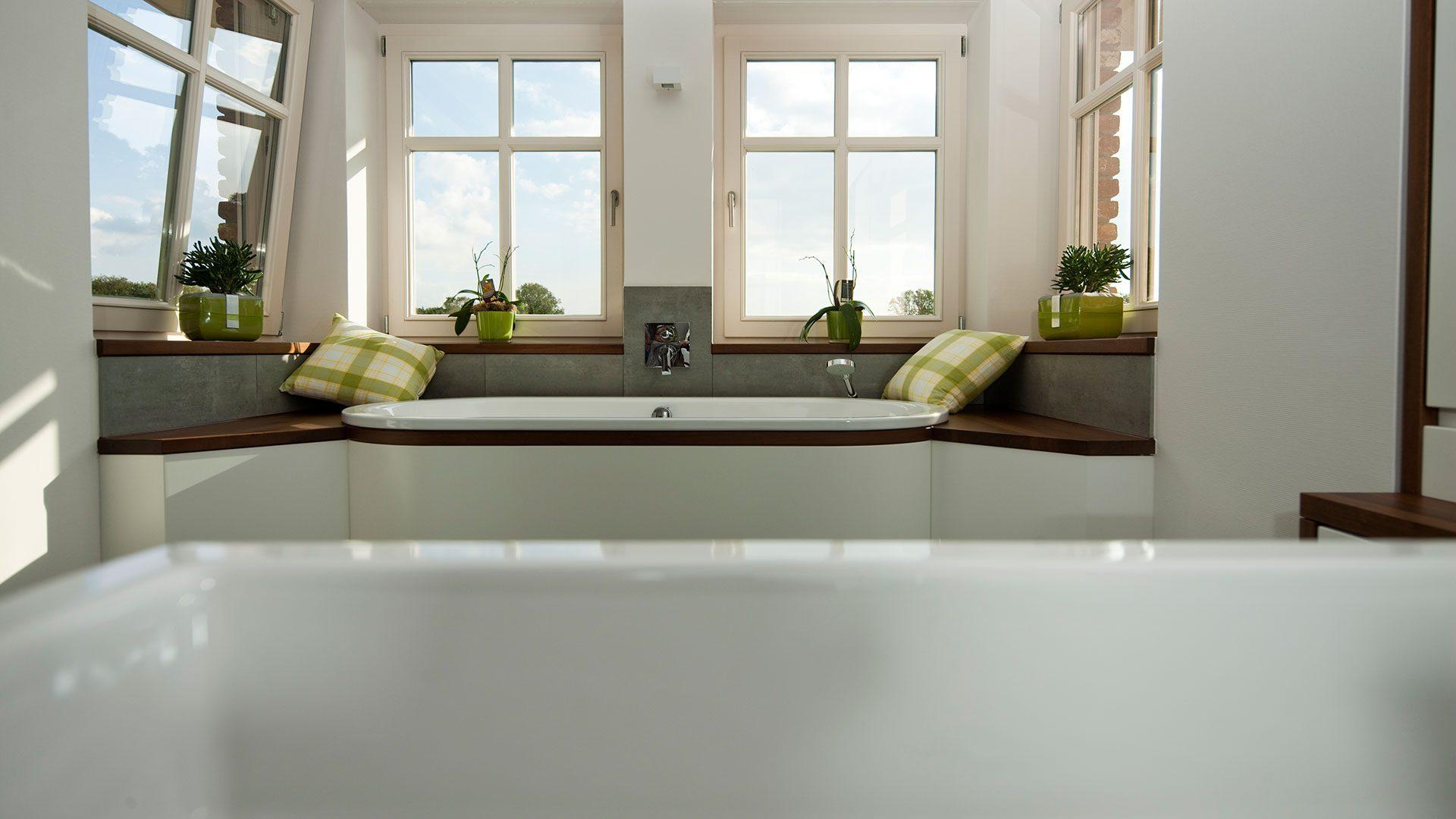 Voll integrierte Badewanne mit Ausblick
